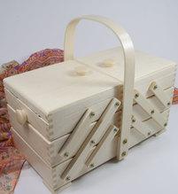 Nähkorb/ Nähkasten aus hellem Holz - Maße   32x16,5x16,5  cm (BxHxT)