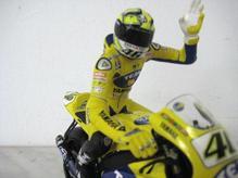 MCH60146 Minichamps Fahrerfigur 1:12 Valentino Rossi riding 2006