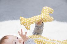 Rassel Giraffe aus organischer Baumwolle