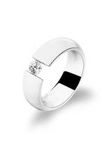 Ring aus hochwertigem Edelstahl -  mit Swarowaki Zirconia -  als Spannring gefertigt