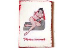Pin-Up Türschild Wohnzimmer, witziges Geschenk z.B. zu Valentinstag, Geburtstag etc.