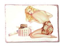 Pin-Up Bild Schild Hutschachtel gelb retro vintage 50er, witziges Geschenk z.B. zu Valentinstag, Geburtstag etc.
